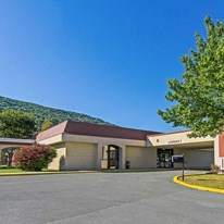 Econo Lodge Inn & Suites Norton