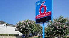 Studio 6 - San Antonio/Six Flags