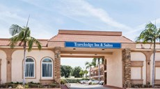 Travelodge Inn & Suites Bell