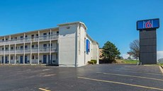 Motel 6 Blue Springs