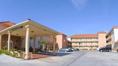 GuestHouse Inn & Suites Pico Rivera