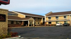 AmericInn of West Bend