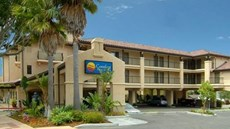 Lamplighter Inn & Suites Hotel