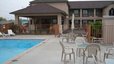 Country Hill Inn & Suites