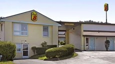 Super 8 Motel North East