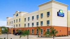 Days Inn & Suites Cotulla