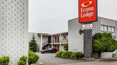 Lodge by Humboldt Bay