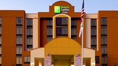 Holiday Inn Express Suites DFW Airport S