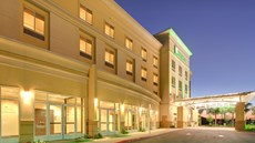 Holiday Inn and Suites Bakersfield North
