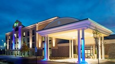Holiday Inn Exp Stes Batavia Darien Lake