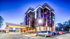 Holiday Inn Express/Suites Cleveland W