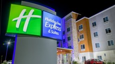 Holiday Inn Express/Suites Raymondville