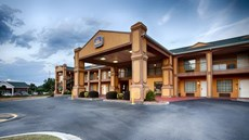 Peach Inn & Suites