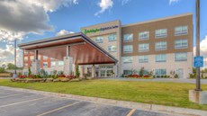 Holiday Inn Express & Suites Tulsa