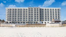 Holiday Inn Express & Suites Beachfront
