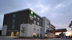 Holiday Inn Express/Suites Craig Ranch
