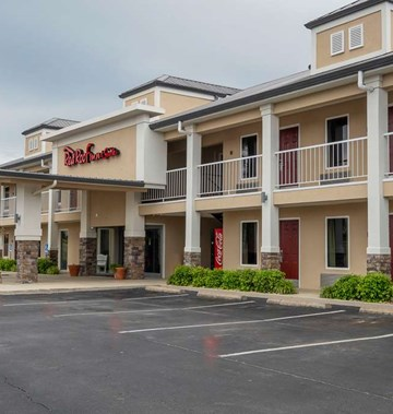Red Roof Inn & Suites Calhoun