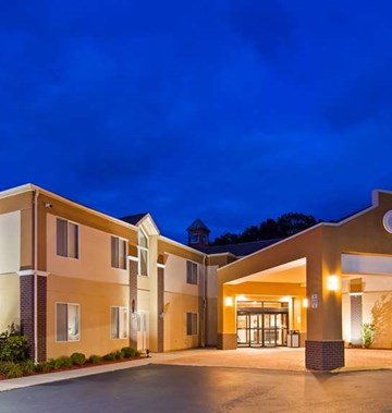 Best Western Plus New England Inn & Stes
