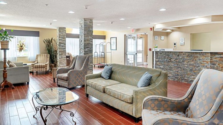 Quality Inn & Suites Robbinsville Lobby
