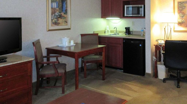Quality Inn & Suites Albuquerque Suite