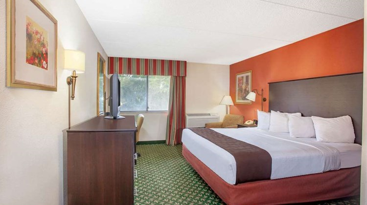 AmericInn by Wyndham Bloomington West Room