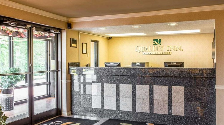 Quality Inn Fort Jackson Lobby