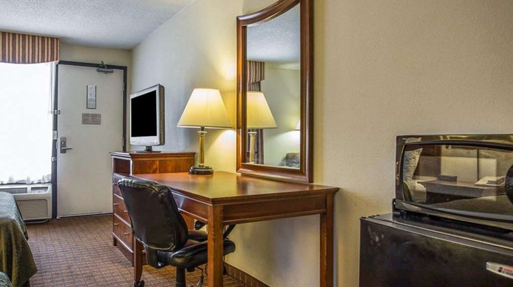 Quality Inn Fort Jackson Room