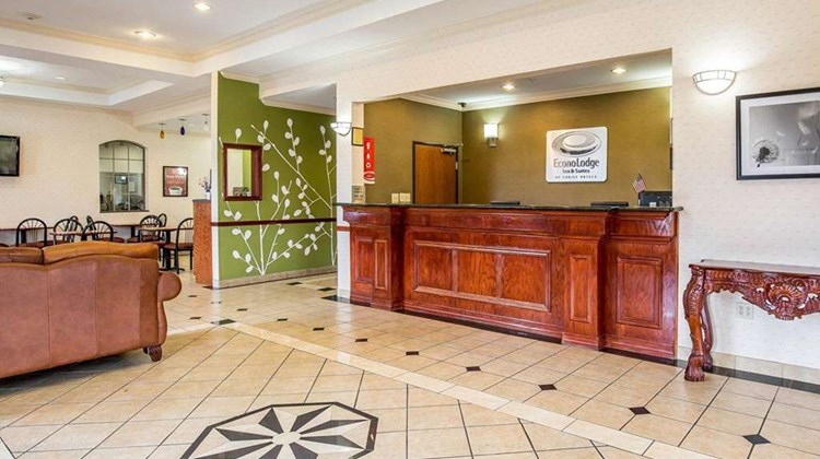 Econo Lodge Inn & Suites Lobby