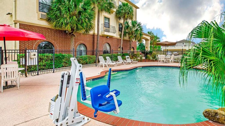 Econo Lodge Inn & Suites Pool