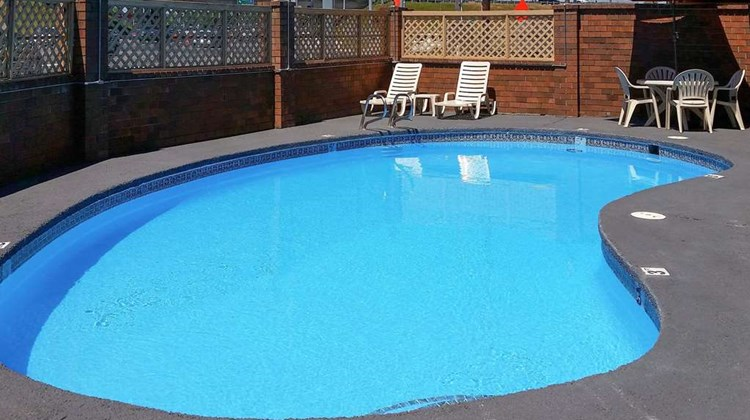 Quality Inn Centralia Chehalis Pool