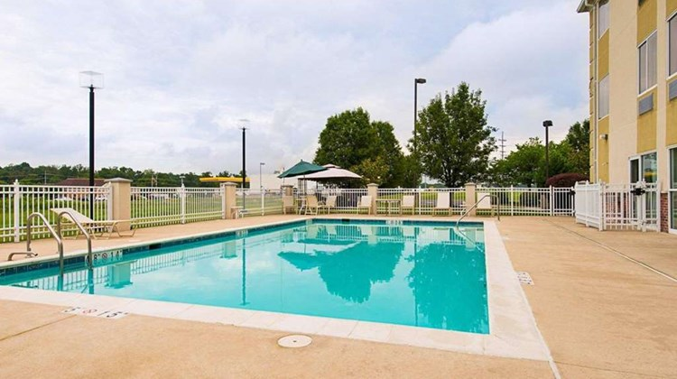 Quality Inn Spring Mills - Martinsburg N Pool