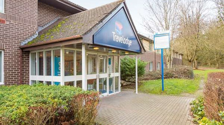 Travelodge Leigh Delamere East Exterior