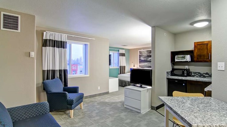 Home Inn Express Medicine Hat Suite