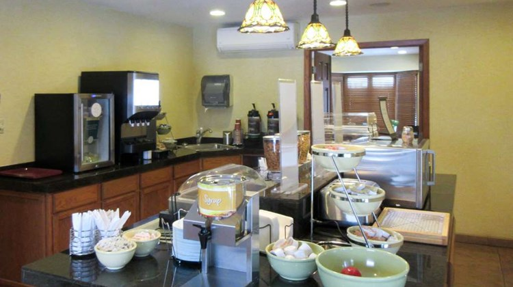 Quality Inn & Suites Detroit Lakes Restaurant