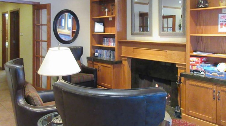 Quality Inn & Suites Detroit Lakes Lobby