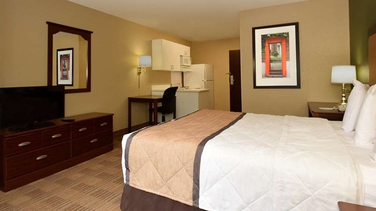 Extended Stay America DC Alexandria Land Room