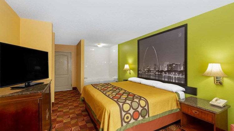 Super 8 by Wyndham Lake of The Ozarks Room
