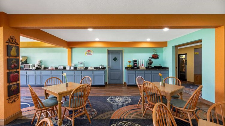 Super 8 by Wyndham Lake of The Ozarks Restaurant