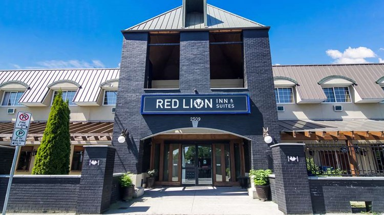 Red Lion Inn & Suites Abbotsford Exterior
