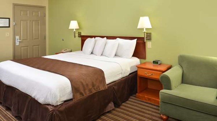 Americas Best Value Inn and Suites Room