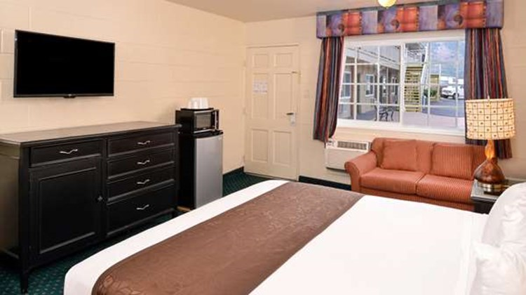 Americas Best Value Inn & Suites Room