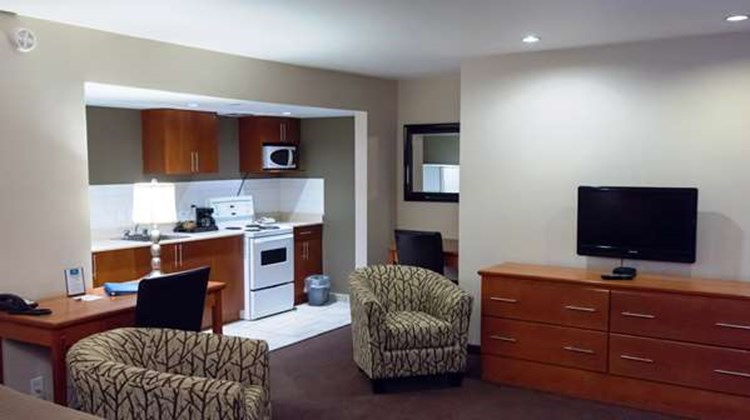 Canadas Best Value Inn Suite