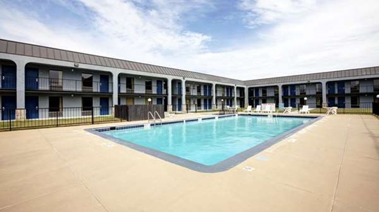 Americas Best Value Inn - Newnan Pool