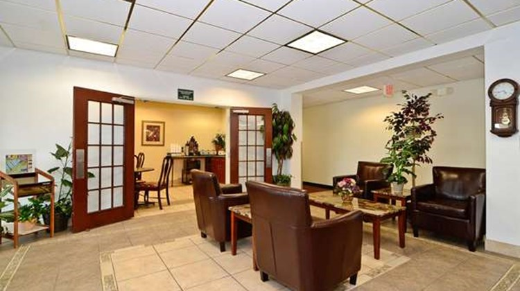 Americas Best Value Inn Louisville Lobby