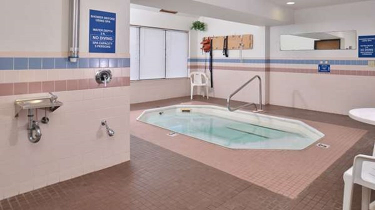 Americas Best Value Inn Birch Run Pool