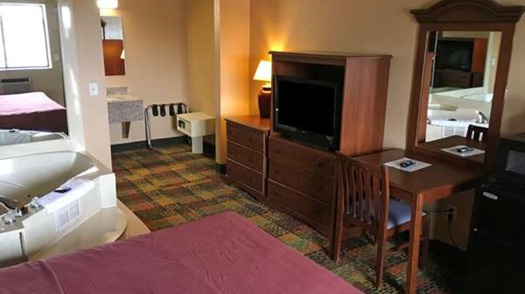 Americas Best Value Inn Livonia/Detroit Suite