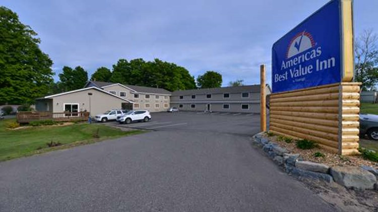 Americas Best Value Inn Marquette Exterior