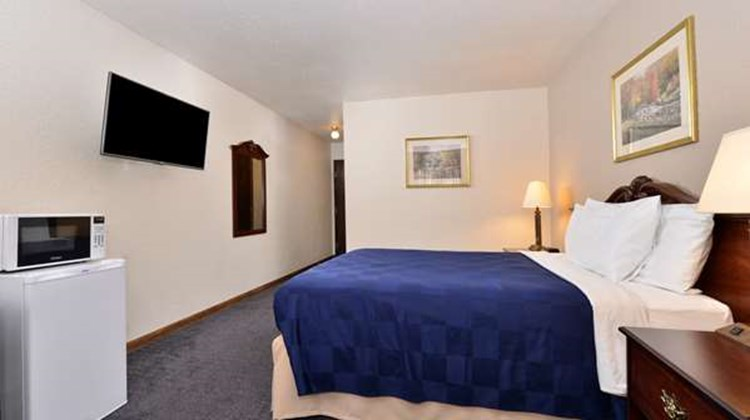 Americas Best Value Inn Marquette Room