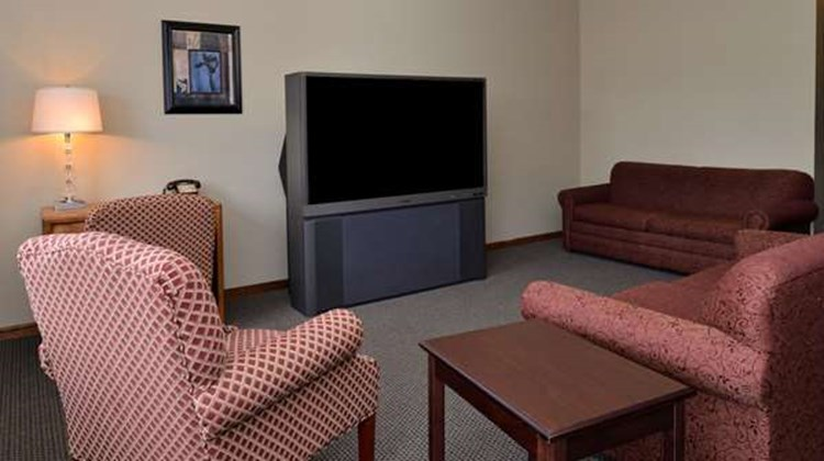 Americas Best Value Inn Marquette Suite