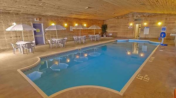 Americas Best Value Inn Marquette Pool